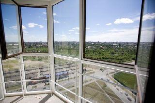 Остекление балкона пластиковыми окнами или алюминиевым профилем: плюсы и минусы вариантов